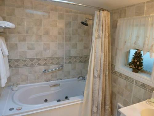 Dunes Suite bathroom