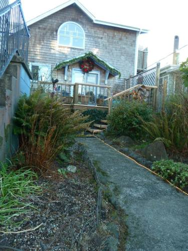 The stairs to the innkeepers' house are to the left.