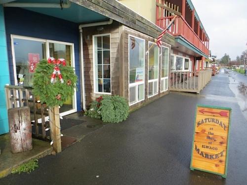 Saturday Christmas Market Waterfront Way entrance