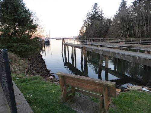 the viewing bench at the south end of the boatyard