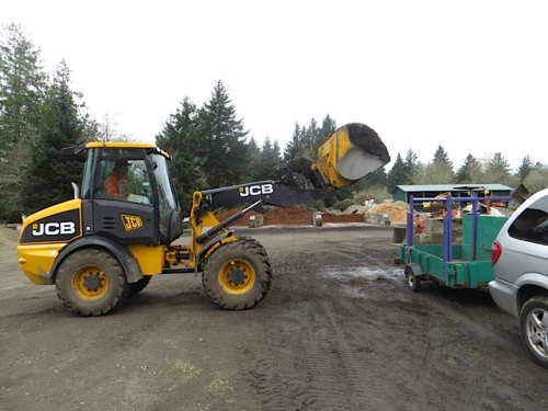 getting a yard of Soil Energy at Peninsula Landscape Supply