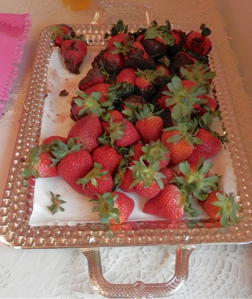 and the most amazing huge and delicious chocolate dipped strawberries