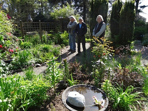 back in the garden:  Allan and local tour guests Dave and Melissa of Sea Star Landscaping