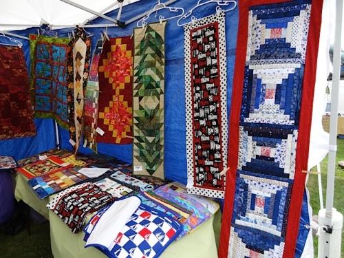 a booth of small quilt hangings