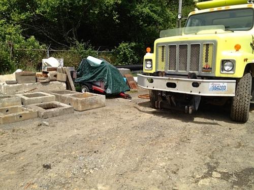 Allan's photo of the blocked trailer (under green tarp)