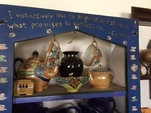 It reminds me of these gold pieces; the teacups and the teapot were my grandma's.