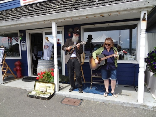 more music in front of the Don Nisbett gallery
