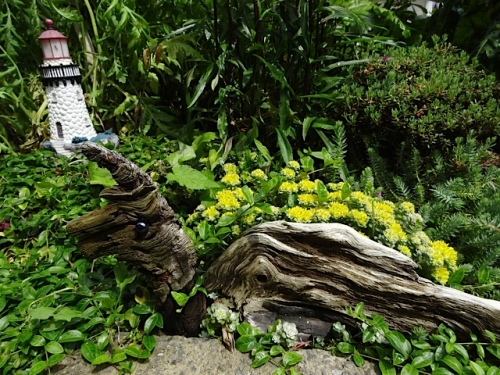 artful use of driftwood throughout the garden