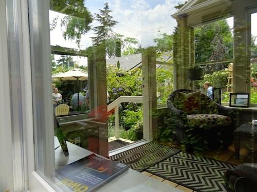 coming around the side, peeking through the sun porch into the back garden (Allan's photo)