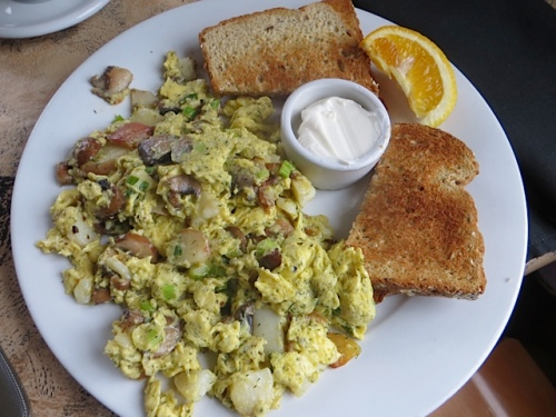 Russian vegetarian scramble with sour cream