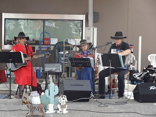 Who should be playing but Double J and the Boys, who also play the Ilwaco Saturday Market.