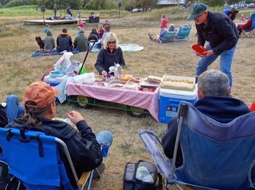Someone else's elaborate picnic (Allan's photo)