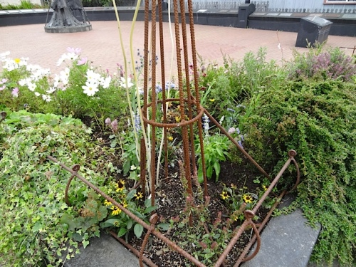 New planting in the Lewis and Clark Square planter