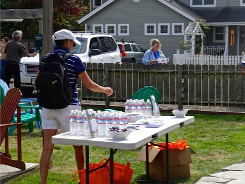 Allan's photo: bottled water and tote bags were offered to guests.
