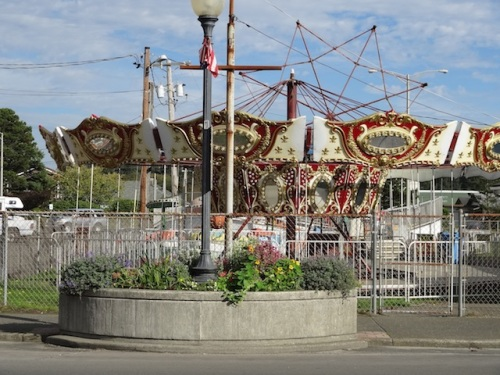 The carousel is further dismantled.