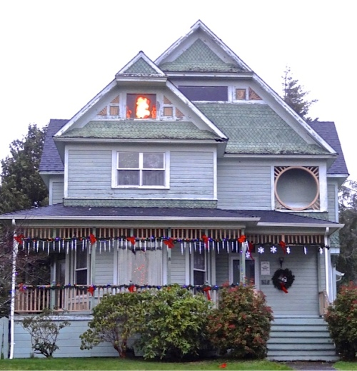 on his way home, a detour to see the prettiest house in Ilwaco