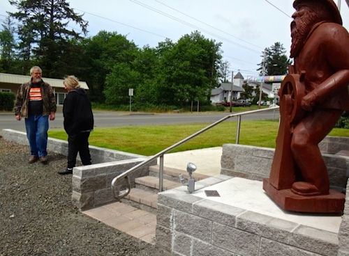 at Ilwaco City Hall, after adding Cosmos 'Sonata' to two planters.