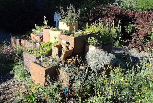 I remember this garden idea inspired me greatly eight years ago.