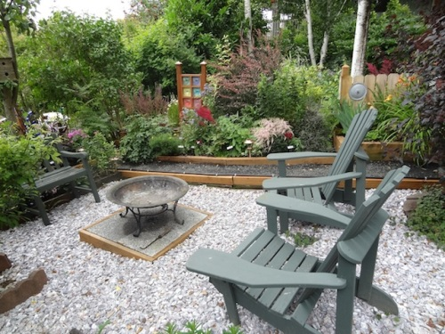 The terrace or plateau has room for several sit spots.