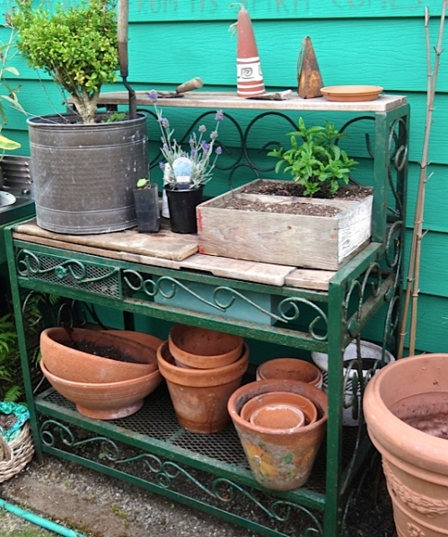 potting bench and pots, what a lucky day for me!