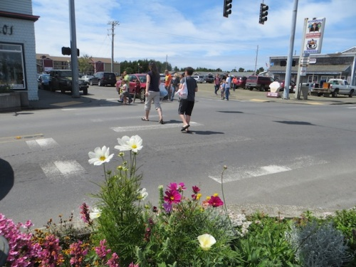 On the busiest weekends, the stoplights are turned off to avoid traffic jams, so pedestrians cross every which way.