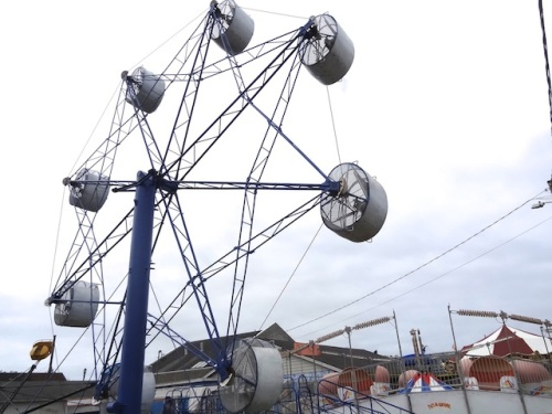 Nearby, it was exciting to see the repaired ferris wheel going round. It has been broken for a long time.
