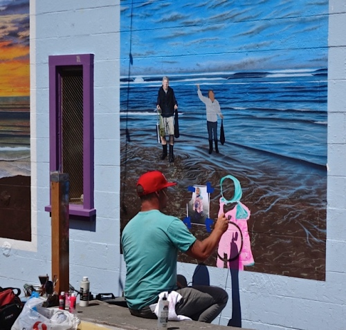 painting in Fish Alley (Allan's photo)