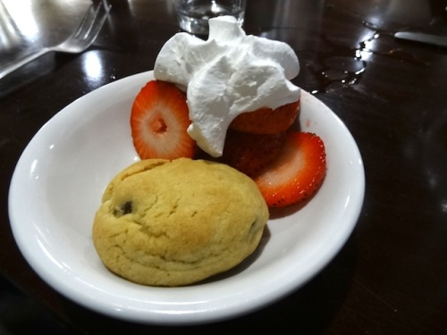 a lovely dessert treat from server Lynn, with cookies she had made herself.