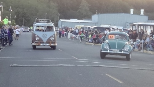 The WHO-BUS and a competitor swerve back and forth to slow down before the finish line.  No brakes or gas allowed.
