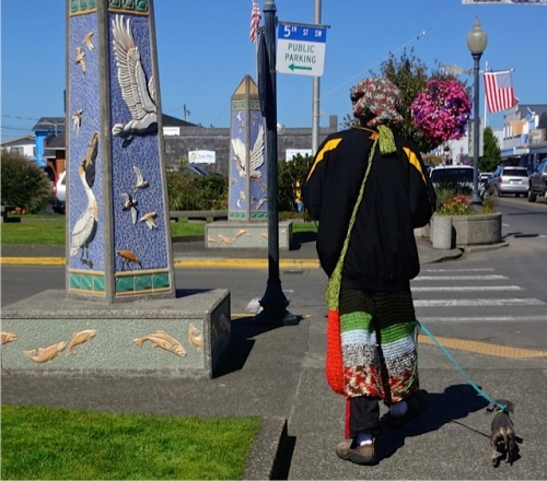 This fellow was knitting as he and his cute little blue dachshund strolled by. (Allan's photo)