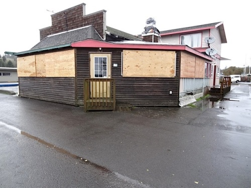 at the port: Ilwaco Freedom Market boarded up