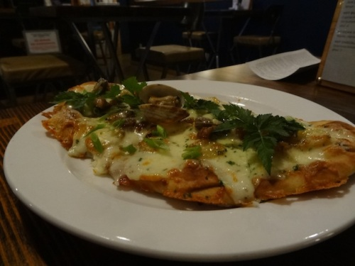 Allan's clam chowder flatbread pizza
